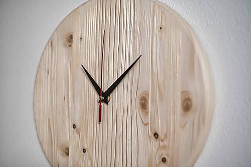 Drevenné nástenné smrekové hodiny