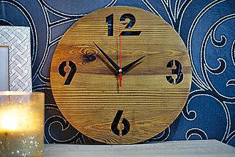 Hodiny - Zostarené drevené smrekové hodiny na stenu - 13600098_