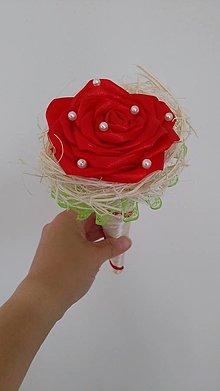 Dekorácie - Červená ruža v béžovom kornútku - 13603578_