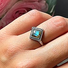 Prstene - Antique Silver Square Labradorite Ring / Vintage prsteň s labradoritom - 13606686_