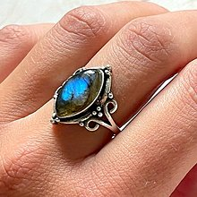 Prstene - Antique Silver Marquise Labradorite Ring / Vintage prsteň s labradoritom - 13607492_