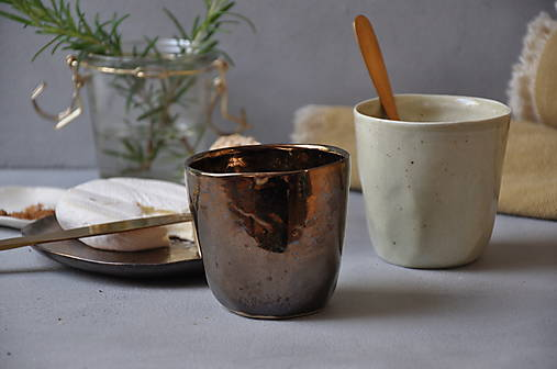 Šálka pohár kovový