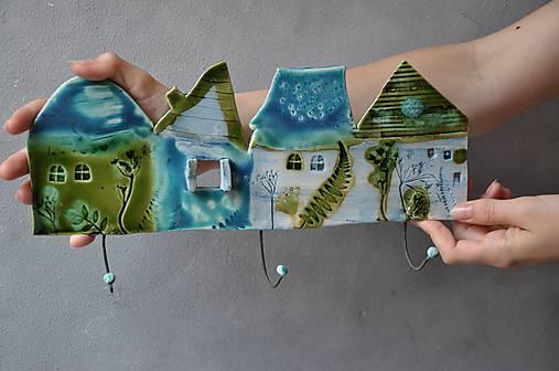 Vešiak so štyrmi domčekmi tyrkysový