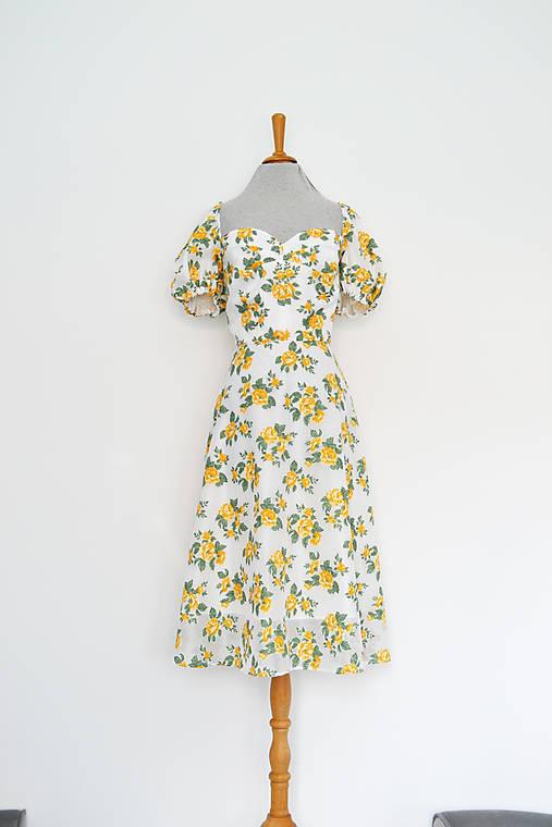 Korzetové šaty s puffy rukávikmi z kvetinovej organzy (upcy)