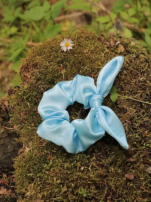 Scrunchies gumička ušatá saténová belasá