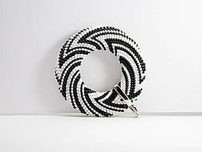 Náhrdelníky - Háčkovaný korálkový prívesok Donut Black&White - 13619463_