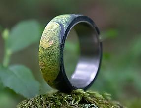 Prstene - SKLADOM Titánový prsteň stabilizovaný javor farbený - 13621630_