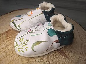 Detské topánky - Capačky zelené kvietky 3-6 mesiacov - 13623877_