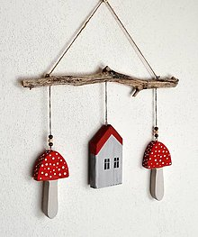 Dekorácie - Závesná dekorácia - drevená s muchotrávkami - 13625810_