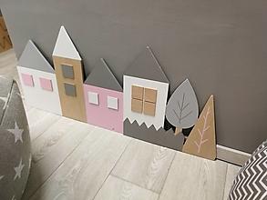 Detské doplnky - Drevená zástena Domčeky - 90 cm na čelo postele - 13629425_