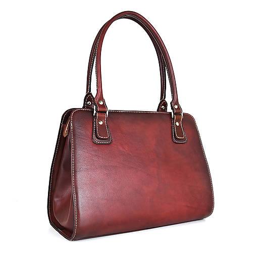 Kabelky - Kožená kabelka ručne tieňovaná v bordovej farbe - 13631547_