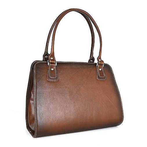 Kabelky - Kožená kabelka ručne tieňovaná v hnedej farbe - 13631593_