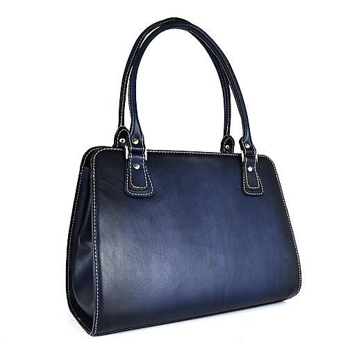 Kabelky - Kožená kabelka ručne tieňovaná v tmavo modrej farbe - 13631662_