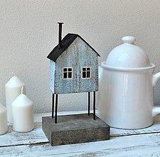 Dekorácie - Drevený domček na nožičkách - 13631203_