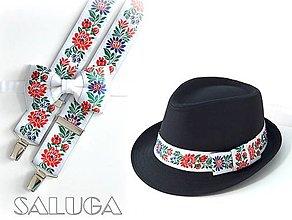 Doplnky - Set - pánsky klobúk, folklórny motýlik a traky - biely - 13632807_