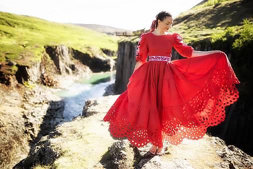 červené ľanové šaty Zámutovské kvety