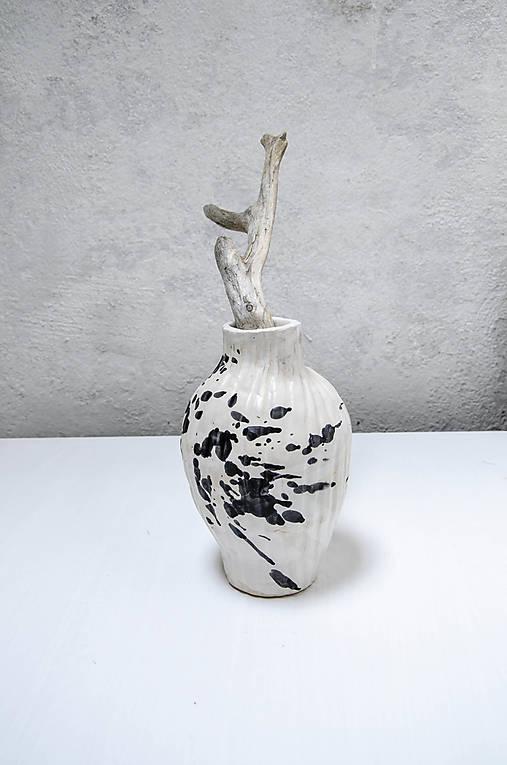 Váza black MASS biela fŕkaná