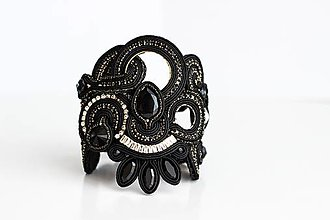 Náramky - Šujtášový čierny náramok Frida - 13646987_