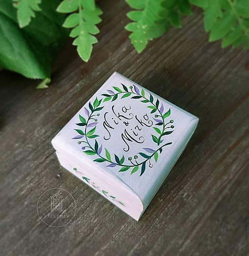 Krabička na svadobné obrúčky (Biela s zelenými lístočkami)