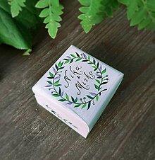 Prstene - Krabička na svadobné obrúčky (Biela s zelenými lístočkami) - 13645990_