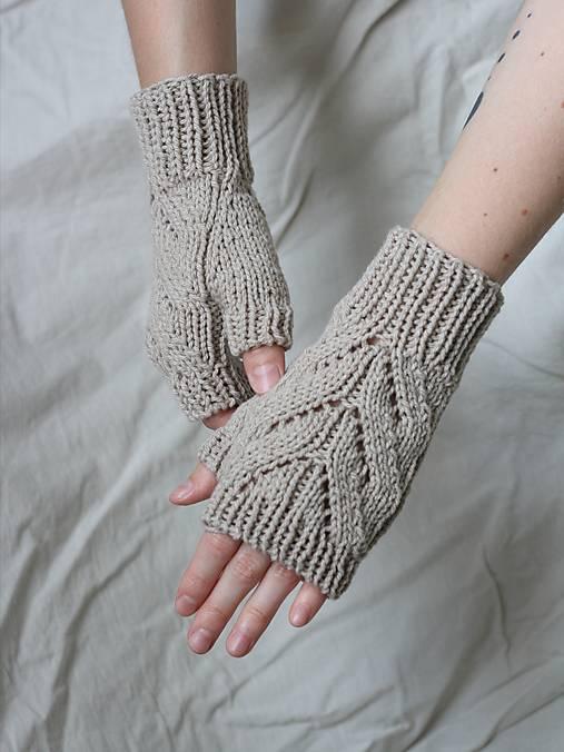 Rukavice - Béžové bezprsté rukavice so vzorom - 13649756_