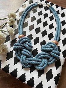 Náhrdelníky - Baby blue uzly s korálky - 13653412_