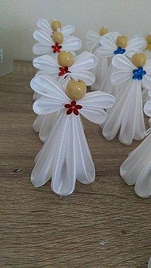 Dekorácie - Biely anjelik (S červeným) - 13655344_
