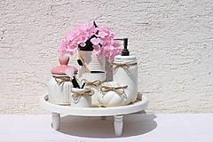 Dekorácie - Romantická kúpeľňa - vintage upcyklovaná dekorácia  s hortenziami - 13658053_