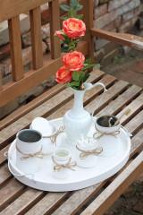 Dekorácie - Recyklovaná vintage kúpeľňa s príjemne živo vyzerajúcimi umelými ružami - 13658281_