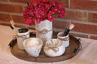 Dekorácie - Rustikálna kúpeľňa - biela súprava s kvetmi - 13658116_