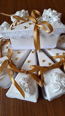 Darčeky pre svadobčanov - Darčeková krabička v zlatom - 13671245_