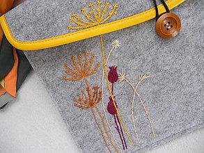 Na notebook - Jeseň (ručne vyšívaný obal / taška) - 13676988_