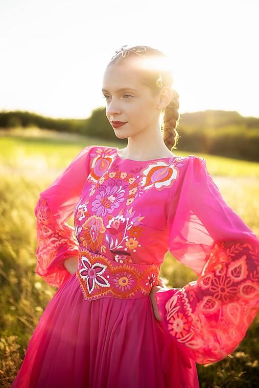 ružové vyšívané šaty Očovianka