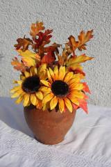 Jeseň v džbáne -jesenná dekorácia so slnečnicami a jesenným lístím