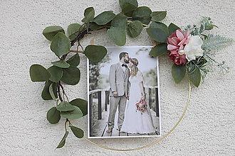 Dekorácie - Originálny svadobný dar Rozkvitnutý rám na svadobnú fotografiu - 13679542_