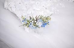 Ozdoby do vlasov - Modrý kvetinový hrebienok do vlasov - LÚKA - 13685495_