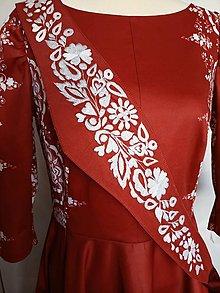 Opasky - Vyšívaný opasok s paličkovanou čipkou (Vyšívaný opasok červený podklad + biela výšivka) - 13689241_