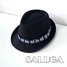 Čiapky - Čierny klobúk - ČIČMANY - folklórny klobúk - modrá stuha - 13692166_