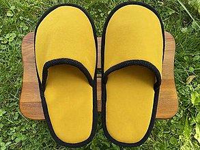 Ponožky, pančuchy, obuv - Veľké žlté papuče - 13692714_