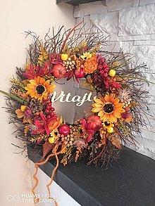 Dekorácie - Jesenný strapaty veniec so slnečnicami a nápisom 43cm - 13701669_