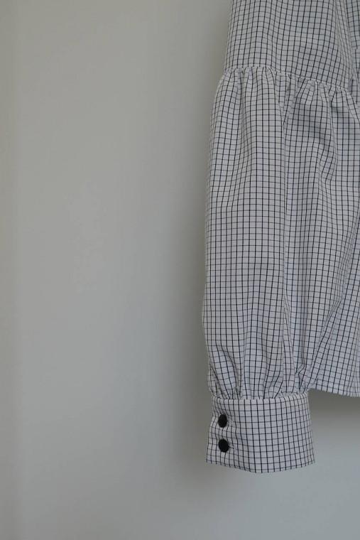 Bavlnená košeľa s okrúhlym golierikom a členenými rukávmi