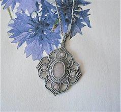 Náhrdelníky - Macramé náhrdelník Gray s ruženínom - 13704449_