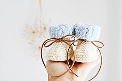 Topánočky - Papučky pre bábätko s plyšovým lemom II. (Prírodná/bledomodrá - dĺžka: 9 cm) - 13710167_