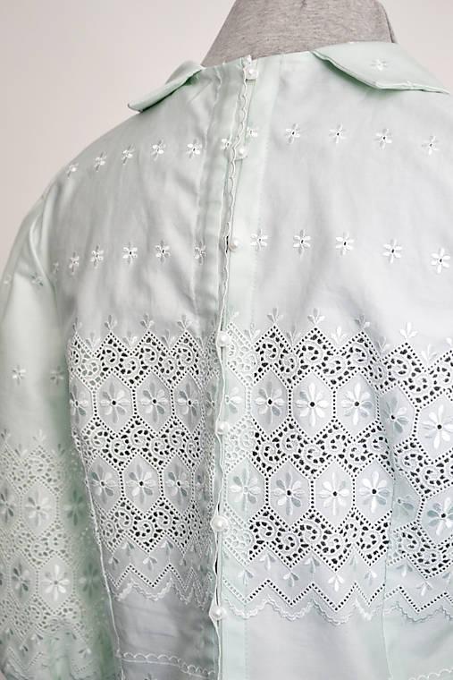 Bavlnená skrátená madeirová blúzka s golierikom