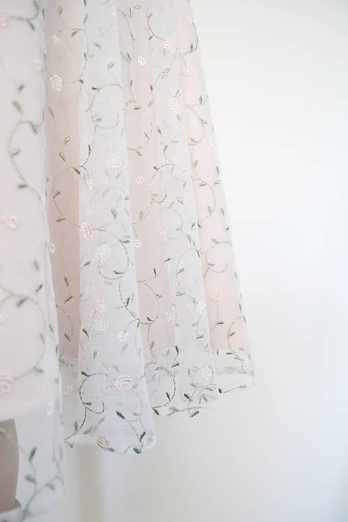 Sukňa s kvetovaným tylom