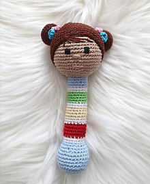 Hračky - Háčkovaná hrkálka bábika - 13721348_