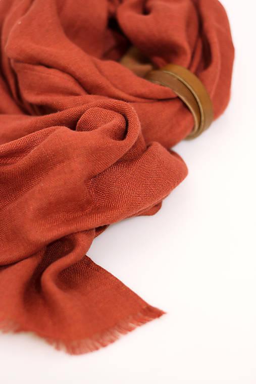 """Elegantný dámsky šál z ľanu a vlny oranžovo-tehlovej farby """"Jaune"""""""