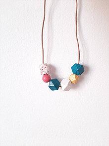 Náhrdelníky - Drevený náhrdelník PinkDot - 13721186_