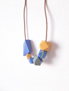 Náhrdelníky - Drevený náhrdelník Bluelue - 13721529_
