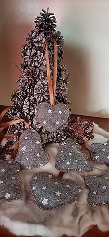 Dekorácie - Vianočné ozdôbky z filcu - 13723851_